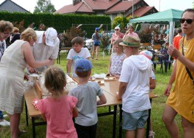 III festyn rodzinny Brzeziny2019-tort od Spolem (4)
